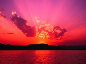 En rosa, mint og asurblå strime som raskt forskjøv den nattsvarte himmelen vestover.