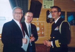 Sekretæren, områdesjefen og den amerikanske marineattasje